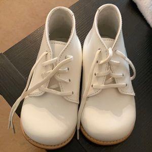 Josmo walker white shoes